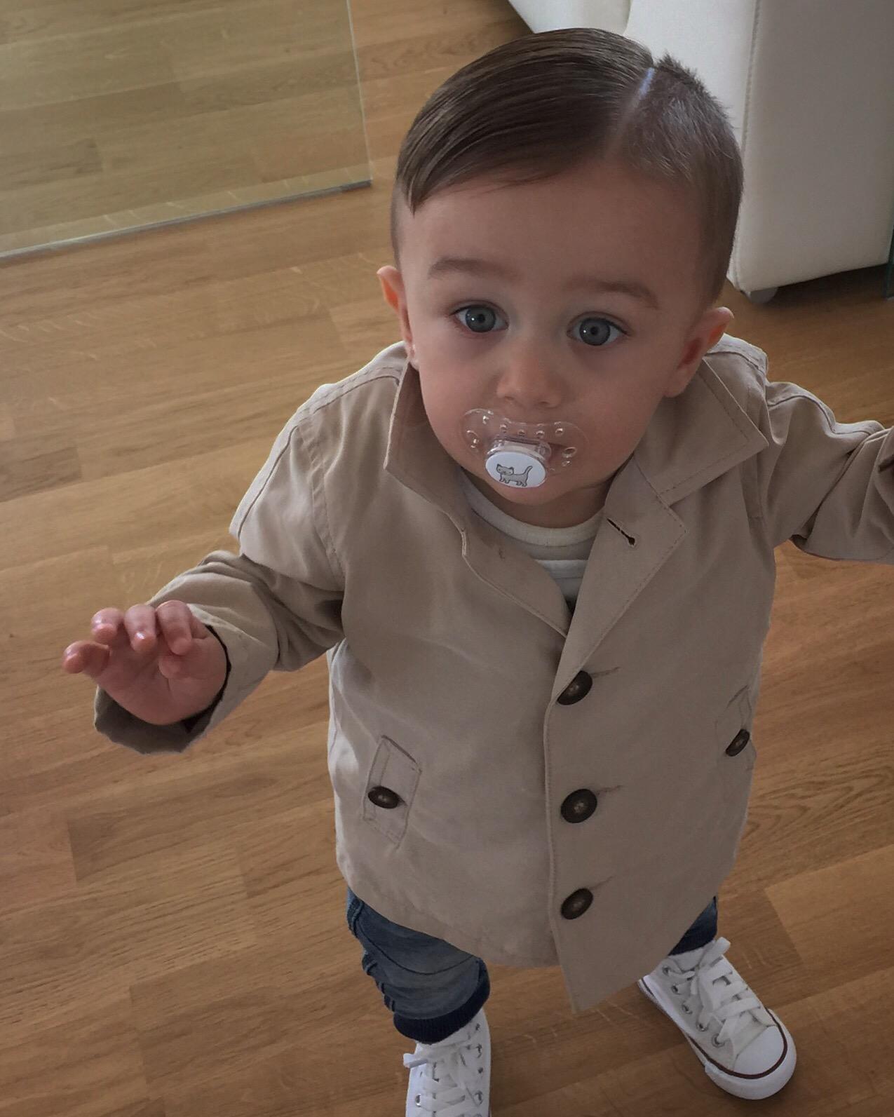 Jag fick detta fotot skickat till mig på gårdagens stiliga lilla kille.  Denna kappan köpte vi i våras på Zara 26202181ec7d0