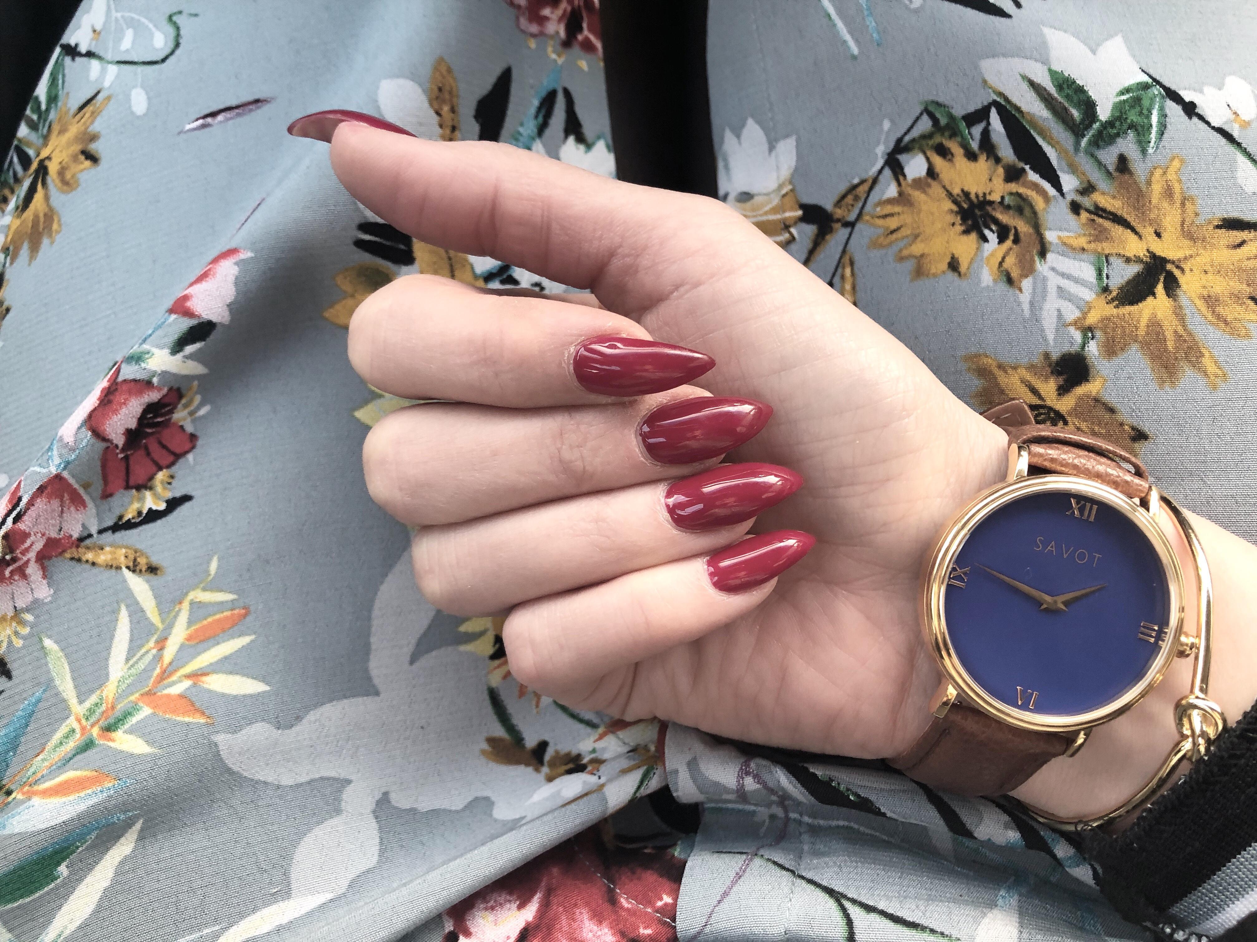 Dom perfekta röda naglarna