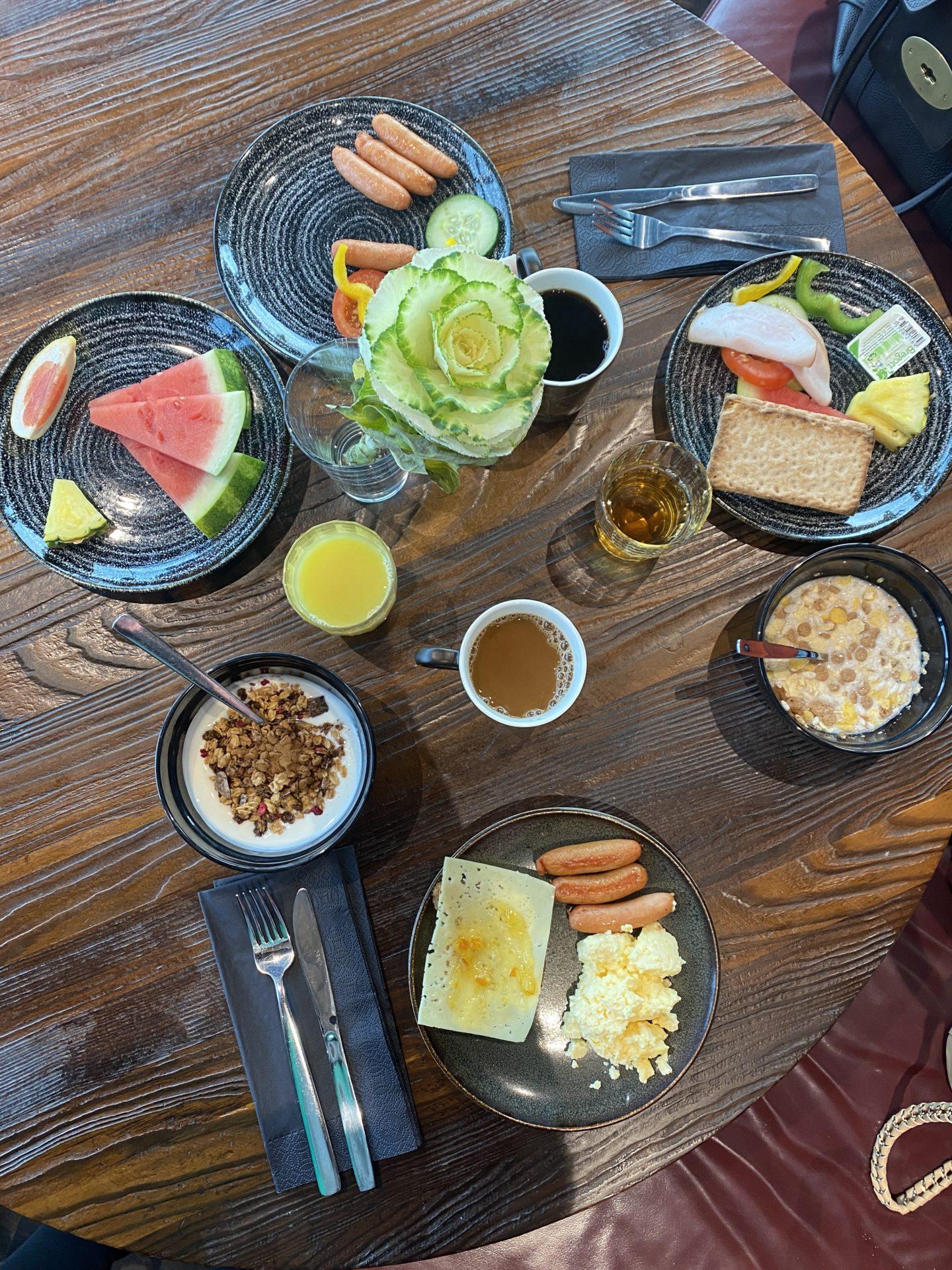 Morgonträning & lyxfrukost 